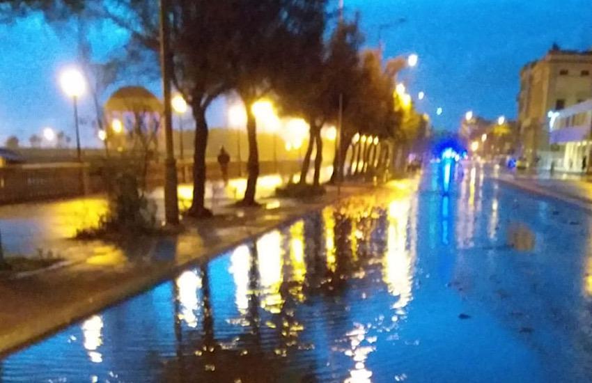 Forte mareggiata: fino alle 6 di sabato 26 settembre chiuso un tratto del viale Italia