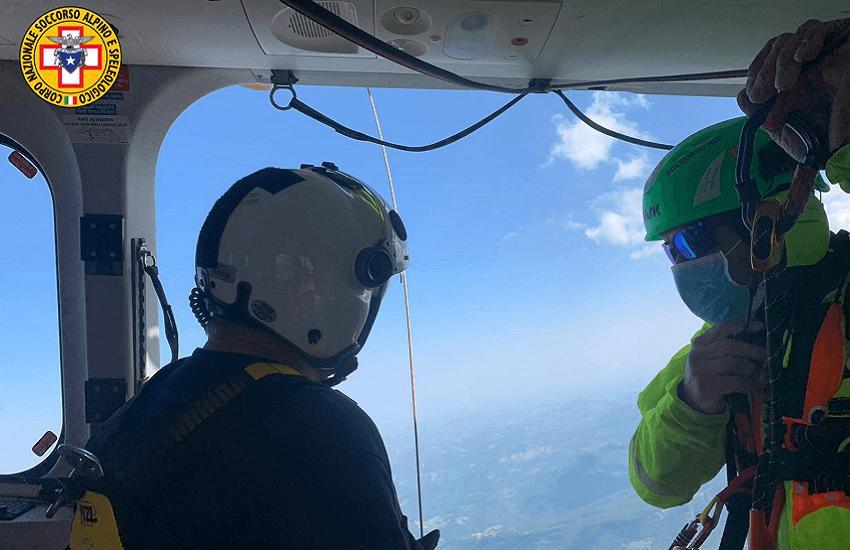 Corno Piccolo: Alpinista finisce a testa in giù
