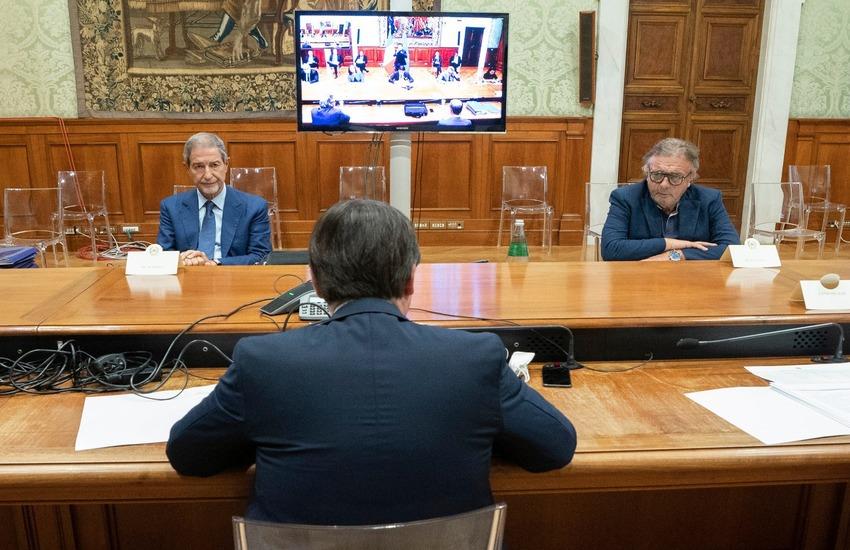 Migranti in Sicilia, diversità di vedute tra Conte e Musumeci