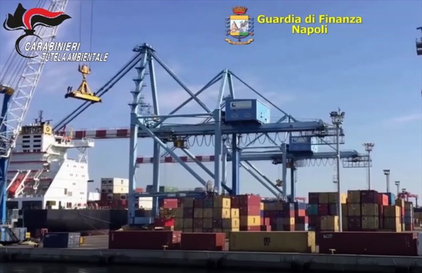 Area portuale di Napoli, oltre 10.000 pannelli fotovoltaici illegali pronti ad essere immessi sul mercato africano (VIDEO)