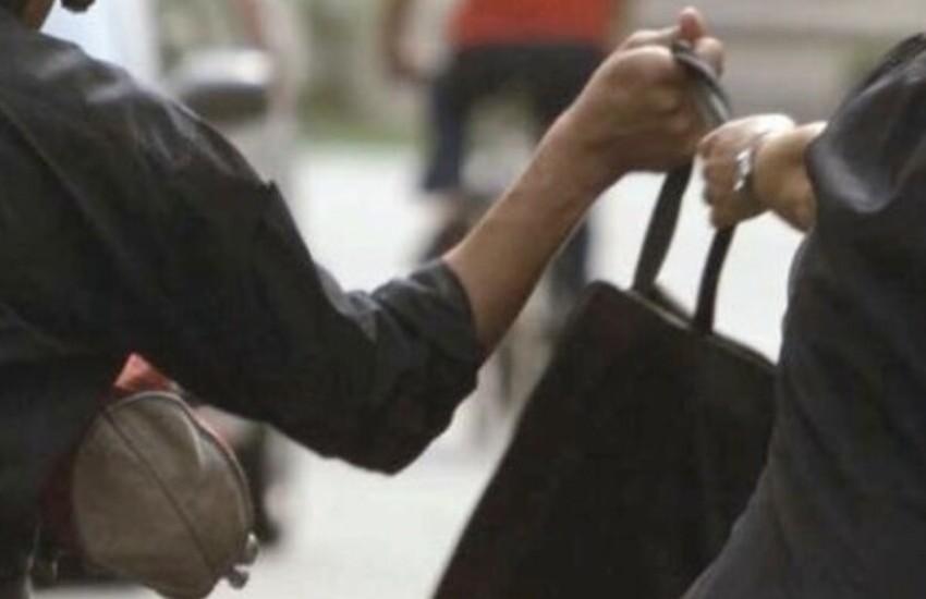 Scippata e presa a calci donna di 79 anni: è stata ricoverata al pronto soccorso