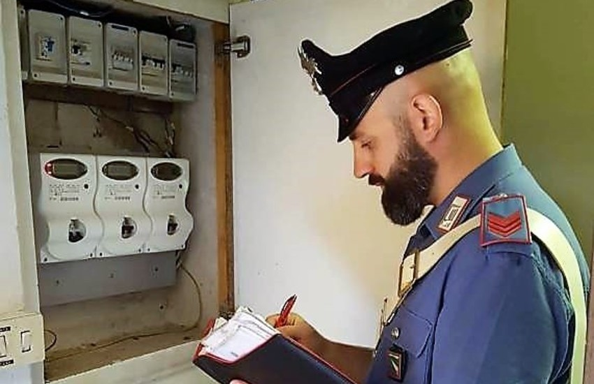 Camporotondo Etneo, manomette contatore per rubare energia elettrica