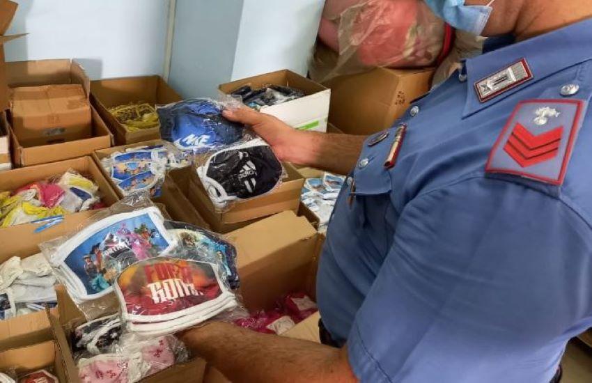 Carabinieri setacciano le strade. In un deposito trovati capi di abbigliamento e migliaia di mascherine. Era tutto contraffatto e destinato ai bambini