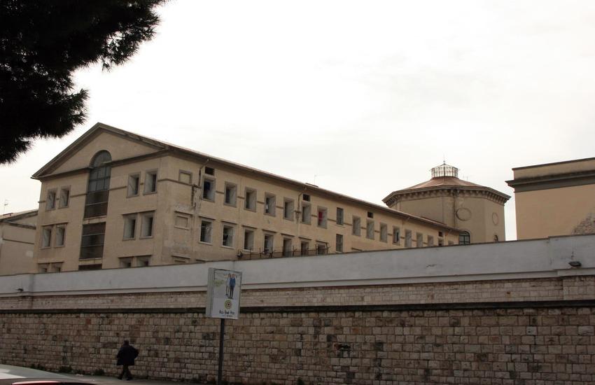 carcere di bari strisciuglio devastano detenuti