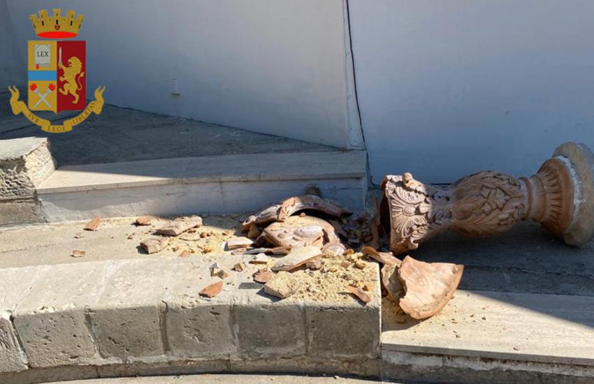 Turismo selvaggio a Gallipoli. 19enne danneggia chiesetta di Baia Verde