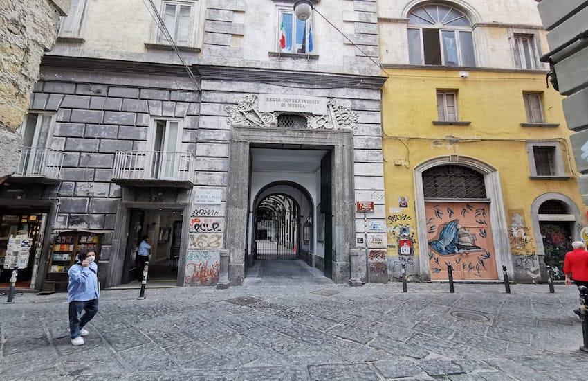 Degrado vicoletto San Pietro a Majella, nuovi interventi