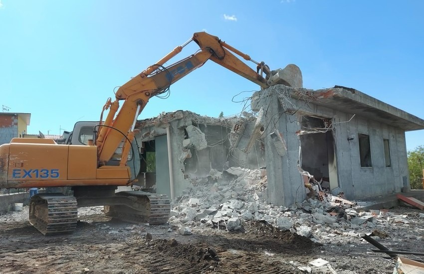 L'assessore Morcone chiede lo stop alle demolizioni delle case abusive nel periodo di pandemia