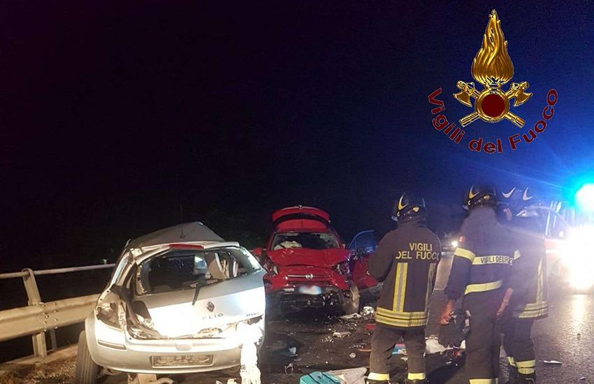 L'ennesimo incidente sulla Variante. 2 le auto coinvolte e una persona morta