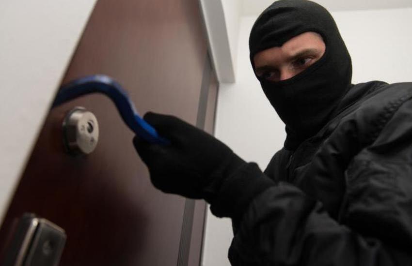Furto in appartamento, arrestato un senza fissa dimora che si era dato alla fuga