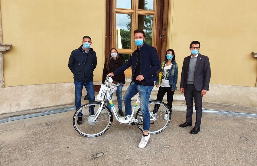 Un pendolare vicentino vince la bicicletta elettrica grazie all'App Muoversi