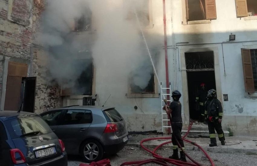 Esplosione in una palazzina Agec a San Giovanni in Valle