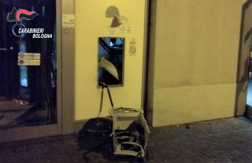 Imola (BO): furto ad uno sportello bancomat