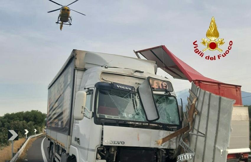 Stradale Paternò Adrano, incidente mortale tra un camion e un furgone