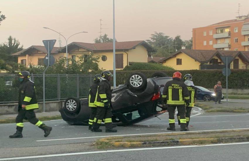 Incidente stradale, un'auto si ribalta a Gallarate