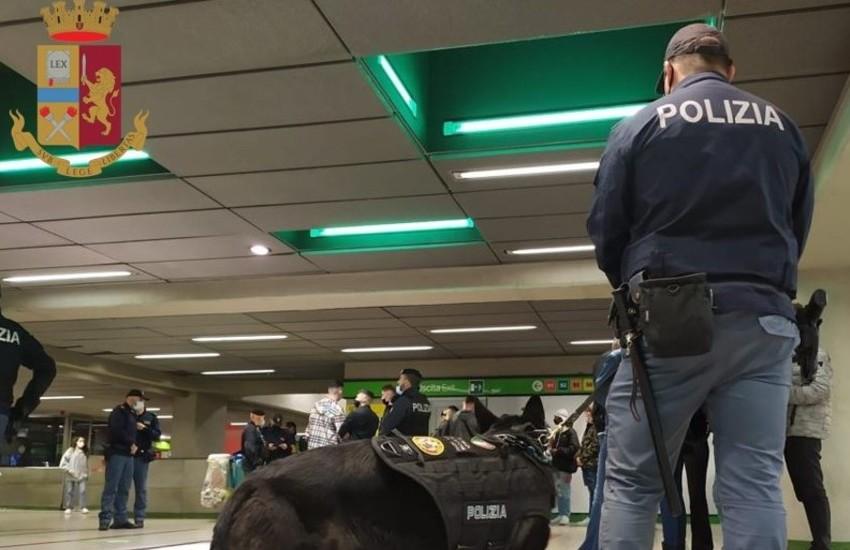 Milano, controlli del sabato sera alla metro di Porta Garibaldi