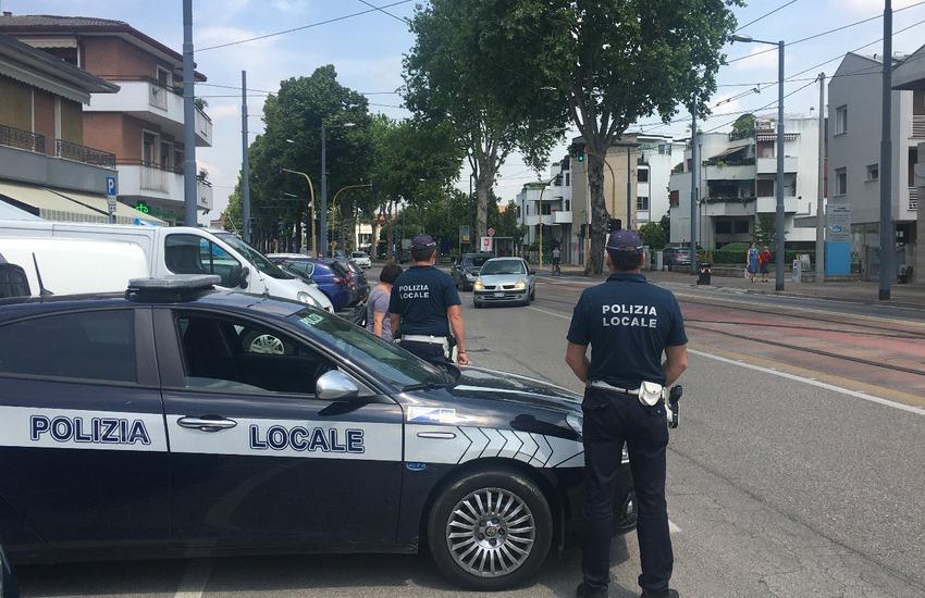 Padova, trovato dai vigili pesce avariato dalla Cina in un furgone: 1000 euro di multa