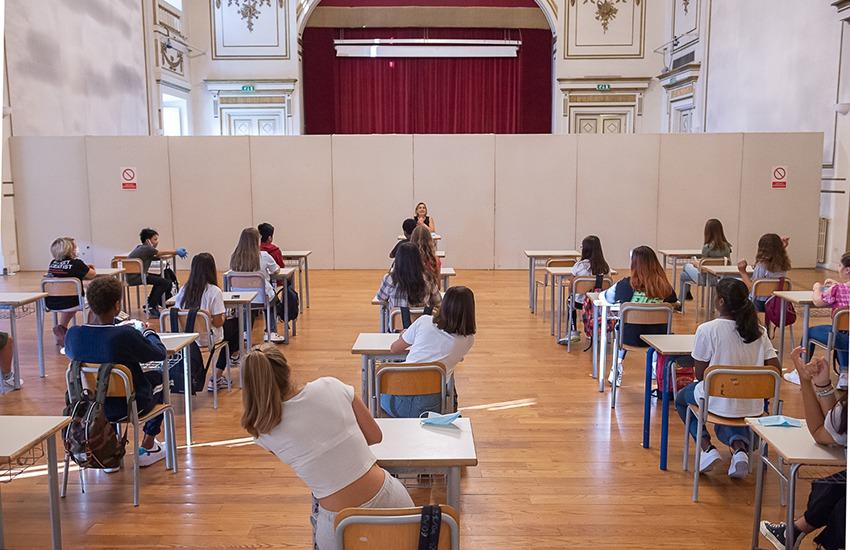 Aule anche a teatro, aperte le sale del Pergola per la didattica di 3 classi della scuola media Carducci