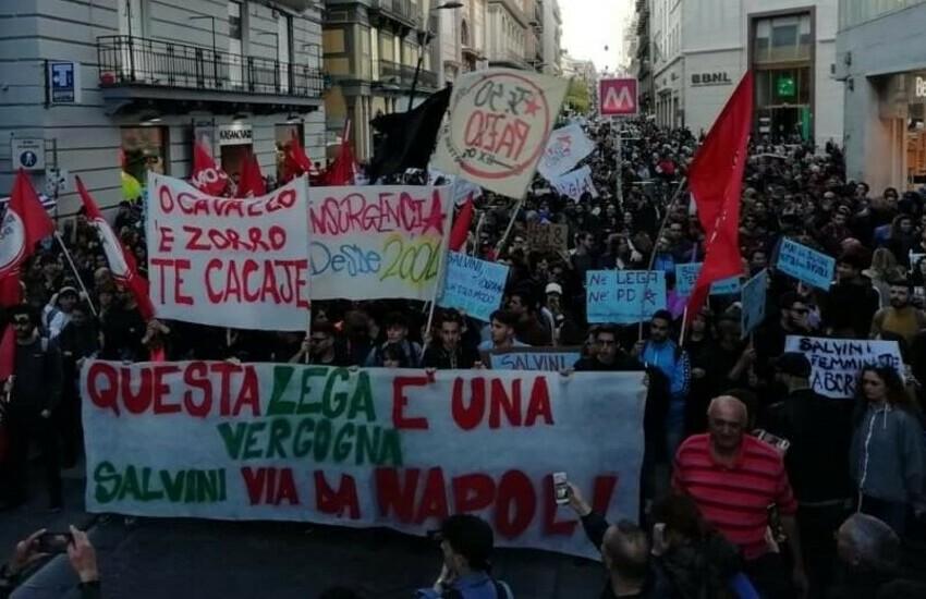 """Salvini a Genova: """"Scuole aperte e porti chiusi"""". Gli studenti lo contestano"""
