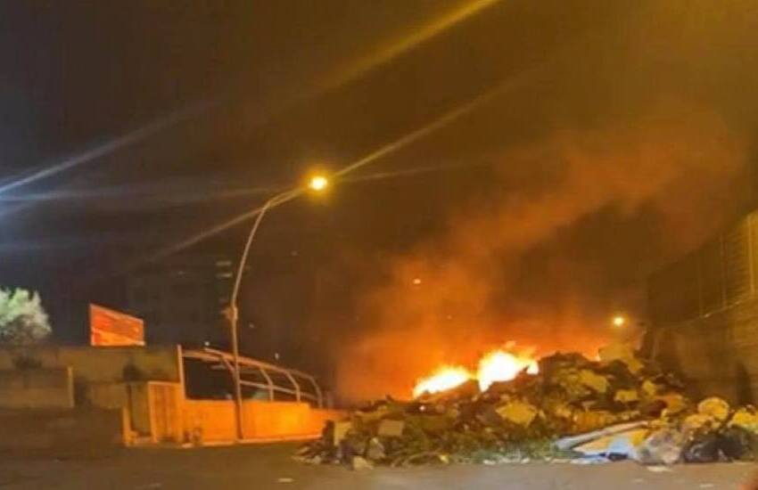 Fuoco a rifiuti, sui social sindaco annuncia chiusura strada