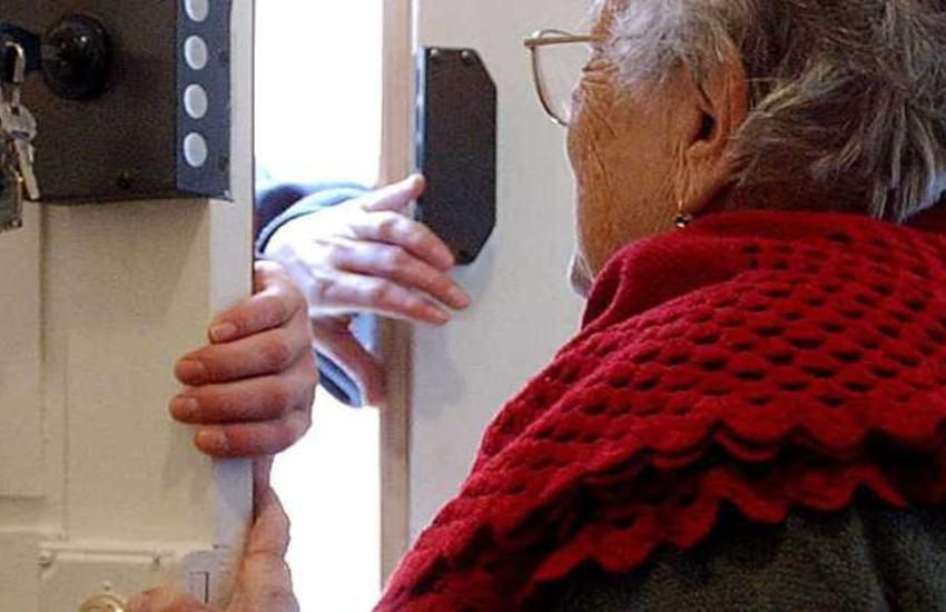 Si finge un corriere fasullo, truffa agli anziani sventata a Barra