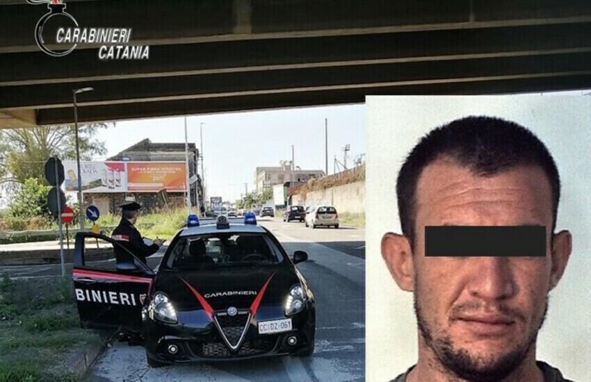 Catania, fuggono perché senza patente e mascherina, bloccati in via Zia Lisa
