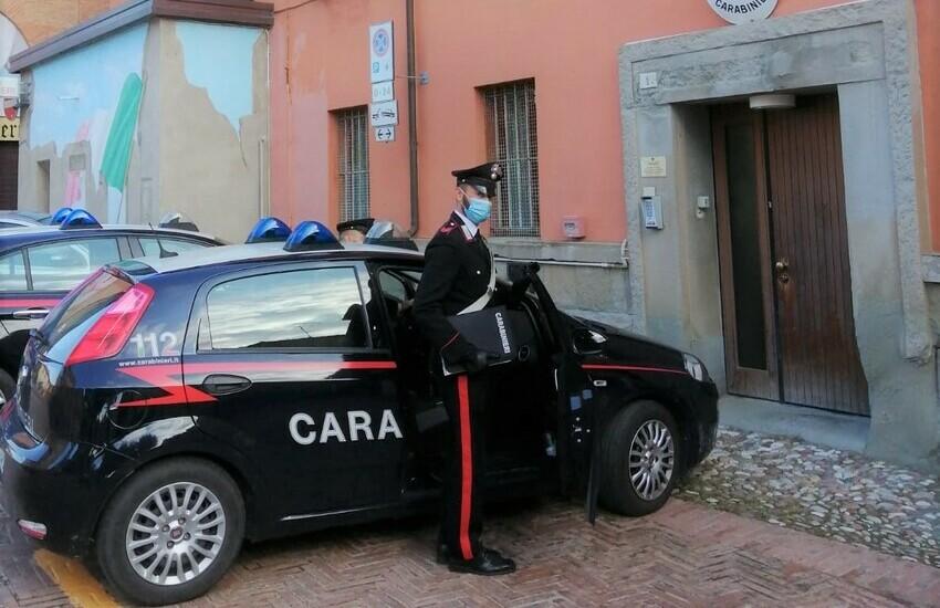 Sorpreso a rubare in un negozio ai Gigli, aggredisce il vigilante. Arrestato dai carabinieri