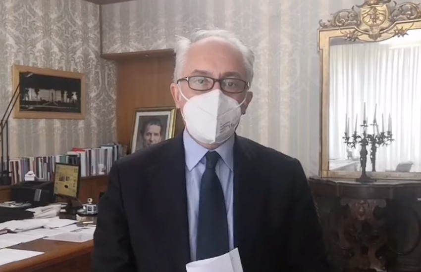 Il sindaco Marino invita i cittadini a spendere in città e ad anticipare le visite al cimitero