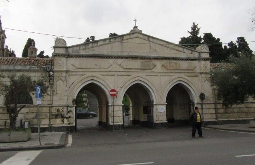 Catania, cimitero Acquicella, da venerdì 30 a lunedì 2 ingresso visitatori solo pedonale