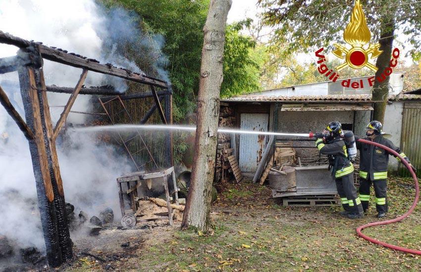 Roncade, a fuoco baracca in via Zabotti