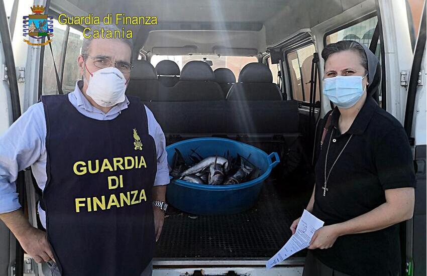 Catania, Le Fiamme Gialle del Comparto Aeronavale sequestrano 18 esemplari di pesce spada novello