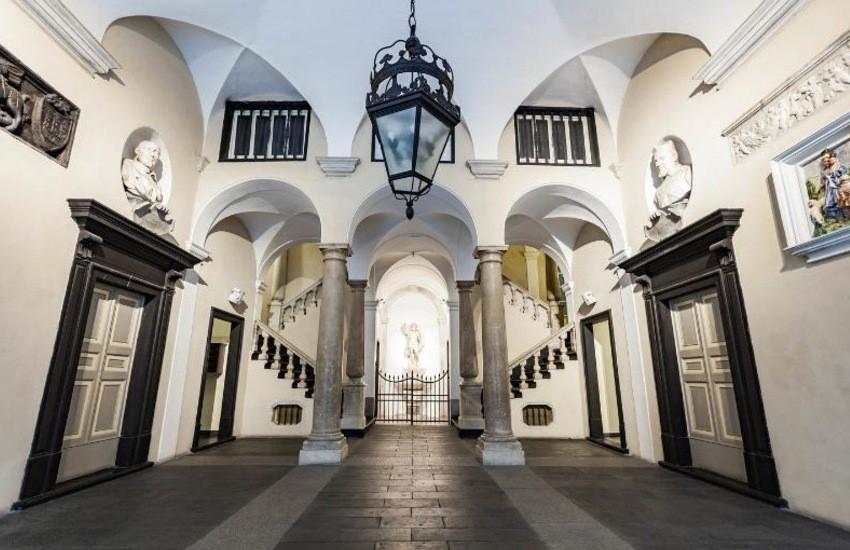 Genova, un soggiorno d'altri tempi nell'Attico Palazzo Giustinani di Roberta
