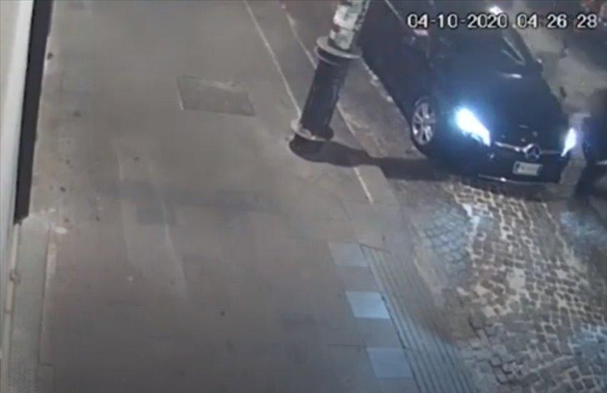 Rapina in via Duomo, la Procura della Repubblica divulga le drammatiche immagini (VIDEO)