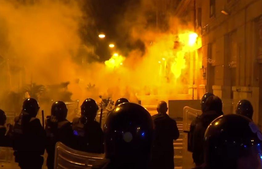 Notte violenta a Torino, per le proteste contro il decreto antiCovid