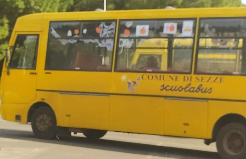 Sezze, addobbano lo scuolabus per Halloween: idea semplice ma apprezzatissima