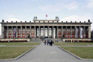 Berlino, attacco all'arte da parte dei negazionisti. Danneggiati 70 capolavori nei musei