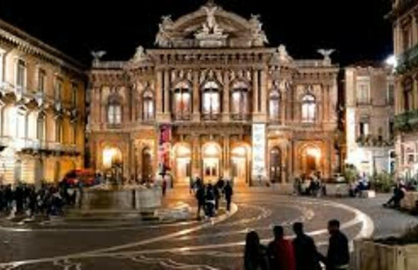 """Catania, """"Allarme giovani"""" per incremento contagi Covid. La Commissione Sanità chiede a Pogliese più controlli"""
