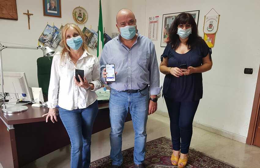 Gravina, presidente del consiglio comunale e assessore ai servizi sociali, pubblicizzano app immuni