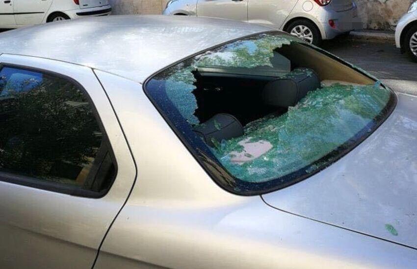 """Trevi, con una spada """"artigianale"""" danneggia 26 auto nel centro della capitale"""