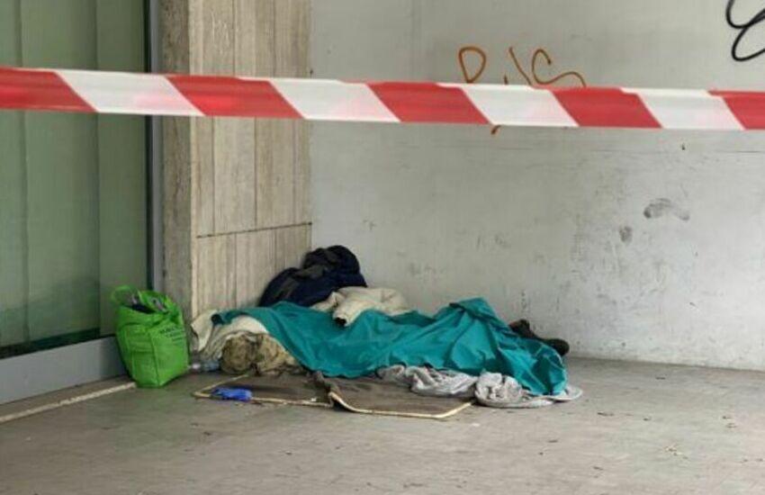 Dramma della solitudine a Lecce, clochard trovato senza vita in Viale Otranto