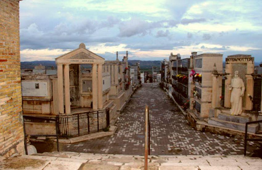 A Gela chiusi i cimiteri
