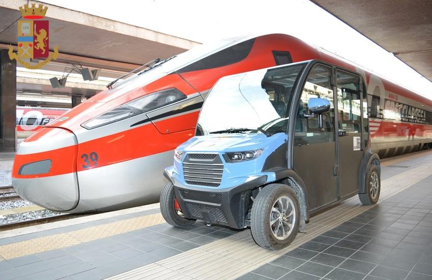 Roma Termini, tenta di salire sul treno senza pagare il biglietto, minaccia i poliziotti e si toglie la mascherina. Denunciato
