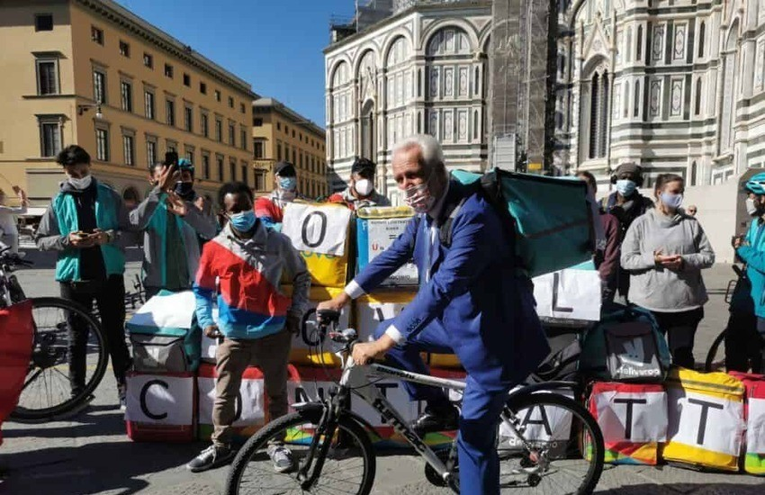 Riders, in bicicletta per reclamare i diritti di tutti i ciclofattorini