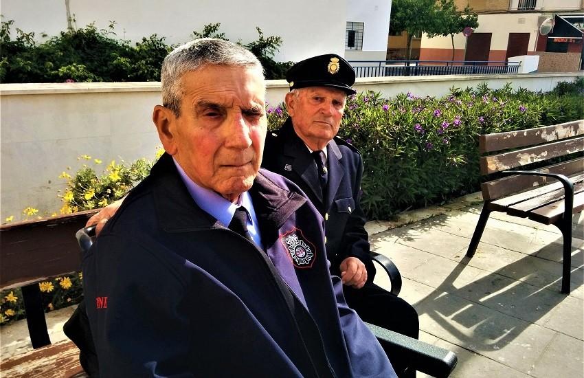 Antonio, il patto d'onore con il suo collega poliziotto Alfonso. Che ha il Parkinson