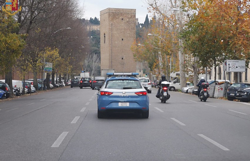 Operazione antidroga con 13 arresti tra Firenze e Bologna. Il video della Polizia