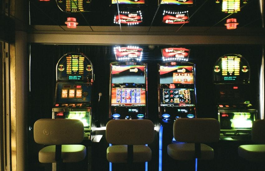 Scommesse illegali e slot taroccate. Arrestati 3 fratelli di Nardò per infiltrazioni criminali nel gioco d'azzardo