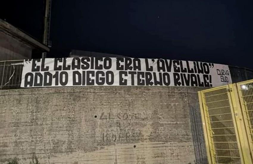"""""""Add10 Diego, Eterno Rivale"""" uno striscione al Partenio in memoria di Maradona"""