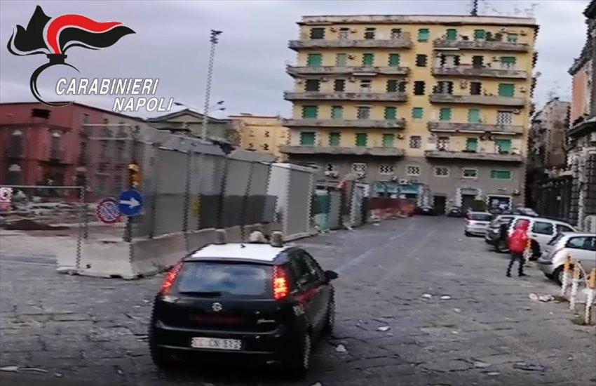 Piazza Mercato, chiedono il pizzo nel quartiere del clan rivale: finisce in sparatoria