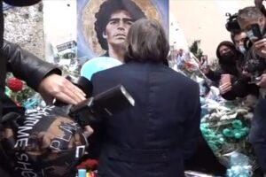 Maradona, una morte misteriosa. Perquisiti casa e ufficio del suo medico