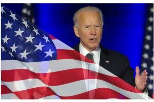 """Biden, primi 17 decreti firmati per """"demolire"""" il trumpismo"""