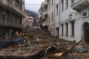 Sardegna devastata dal maltempo: 3 morti e 2 dispersi. Tromba d'aria a Catania